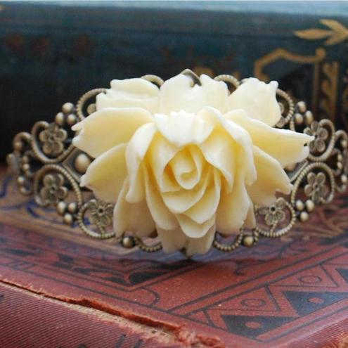 Gorgeous Ivory Rose Bracelet........