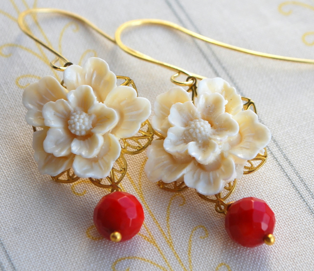 Creamy flower cabochons earrings.....