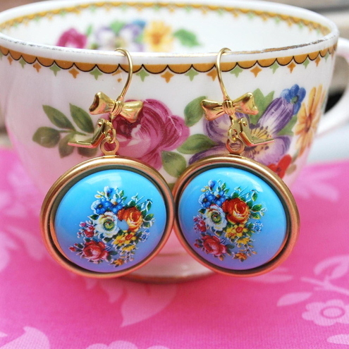 Pretty Cabochon  Earring........
