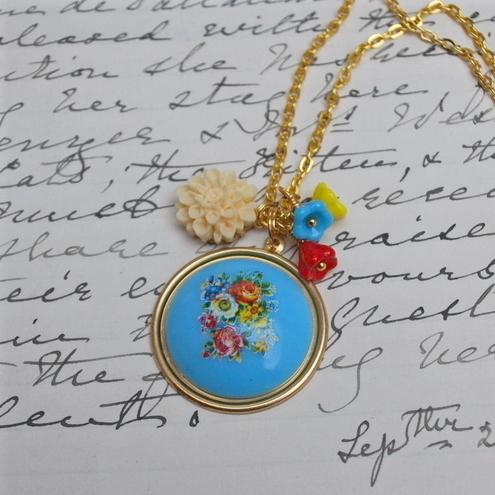 Pretty Floral Cabochon Necklace.........