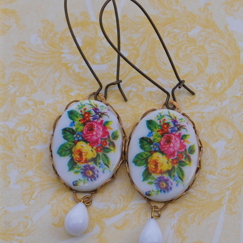 Vintage Floral Cameo Earrings.......