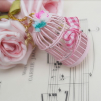 PiNk BiRd CaGe NeCkLaCE.........