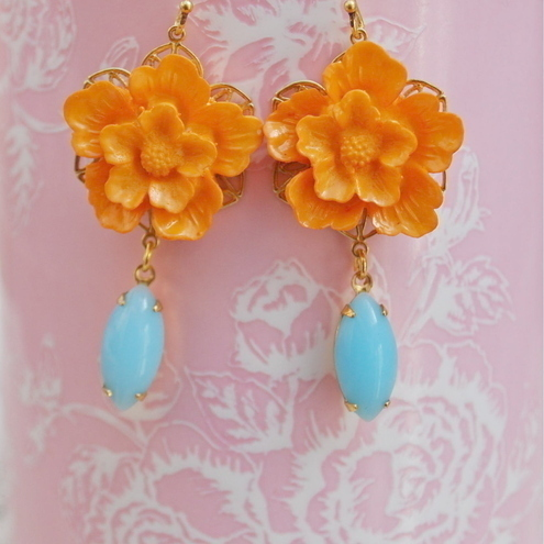 Gorgeous vintage style flower cabochons earrings.......