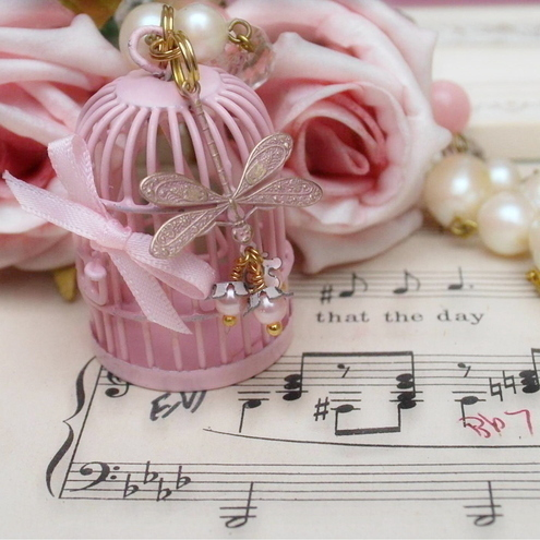 PiNk BiRd CaGe NeCkLaCE........