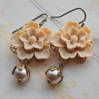 Vanilla latte Autumn flower cabochons earrings....