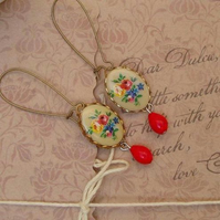 Sweet Emma....Vintage Cameo Earrings