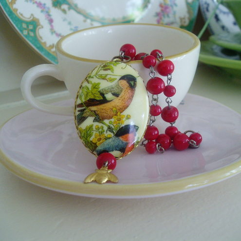 Vintage Bullfinch cameo....Necklace