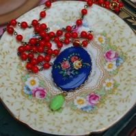 Pretty Floral Cabochon on glass bead chain