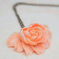 Gorgeous Rose cabochons Necklace....