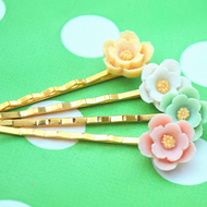 Pretty little flower bobby pins set of 4...........