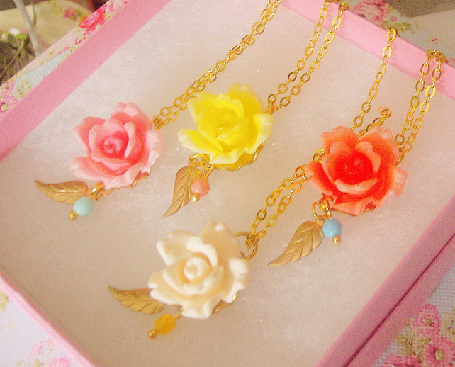 Sweet Vintage Rose Cab Necklace...