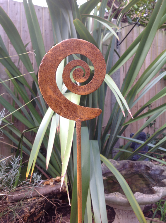 Rustic spiral motif plant support