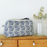 MID POUCH - cow parsley, navy