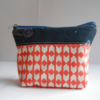 Geometric patterned bag for cosmetics