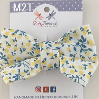 Beautiful Medium fabric hair bow clip (M21)