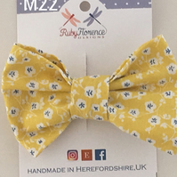 Beautiful Medium fabric hair bow clip (M22)