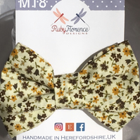 Beautiful Medium fabric hair bow clip (M18)