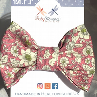 Beautiful Medium fabric hair bow clip (M11)