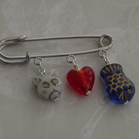 Cats Love, White, Kilt pin brooch with glass beads
