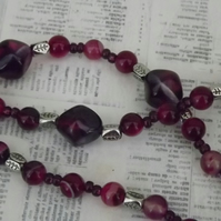 Bordeaux, dyed agate and glass chunky beaded necklace