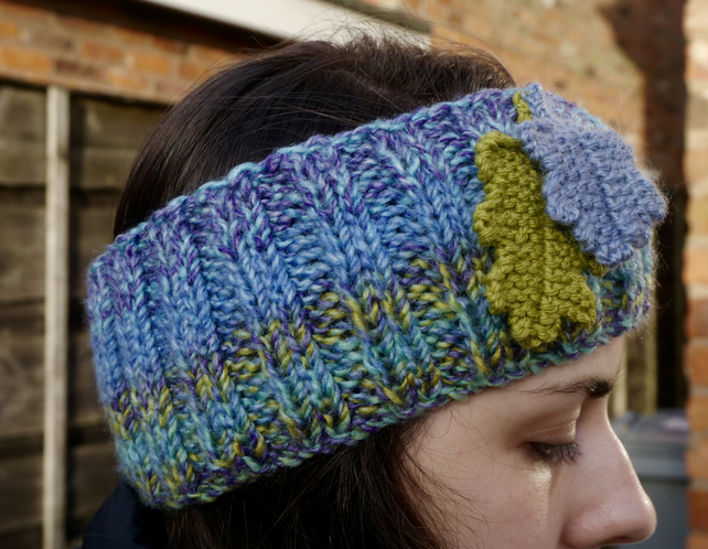 Ribbed Headband with Oak Leaf