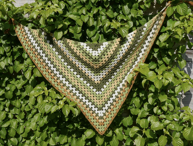SALE - Retro Crochet Scarf With Tassels, Triangle Autumn Wrap