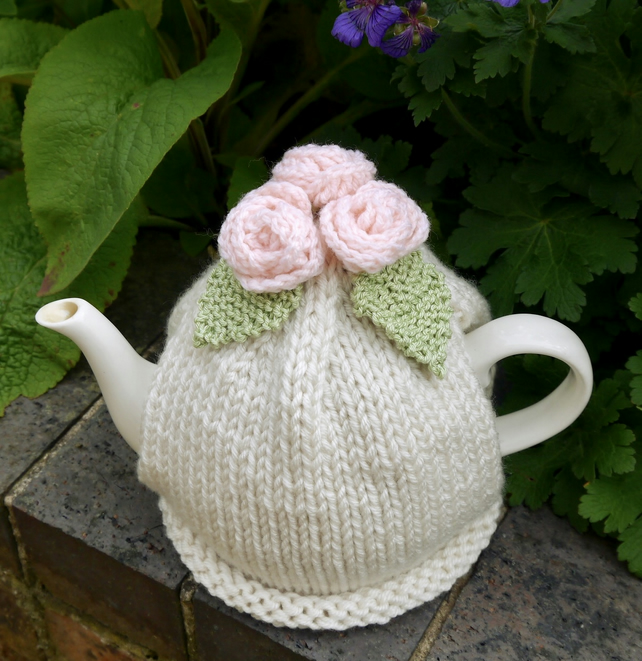 Cream Chunky Tea Cosy with Peach Roses and Green Leaves