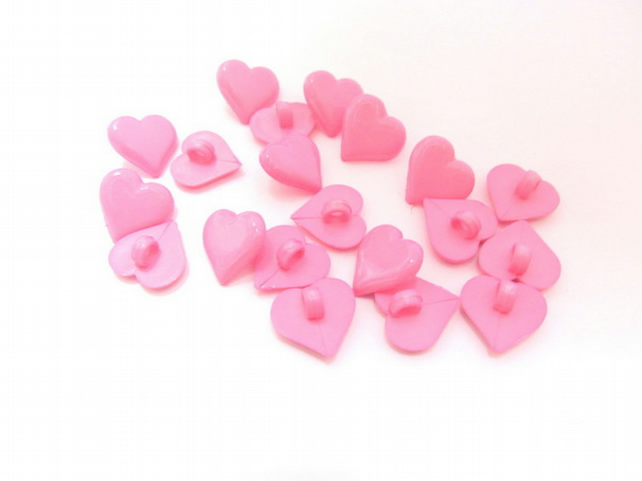 Pink heart shank back buttons: pack of 20 plastic buttons.