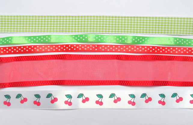 Ribbon scrap pack: 5x 1m pieces of cherry, red, green ribbon for scrapbooks