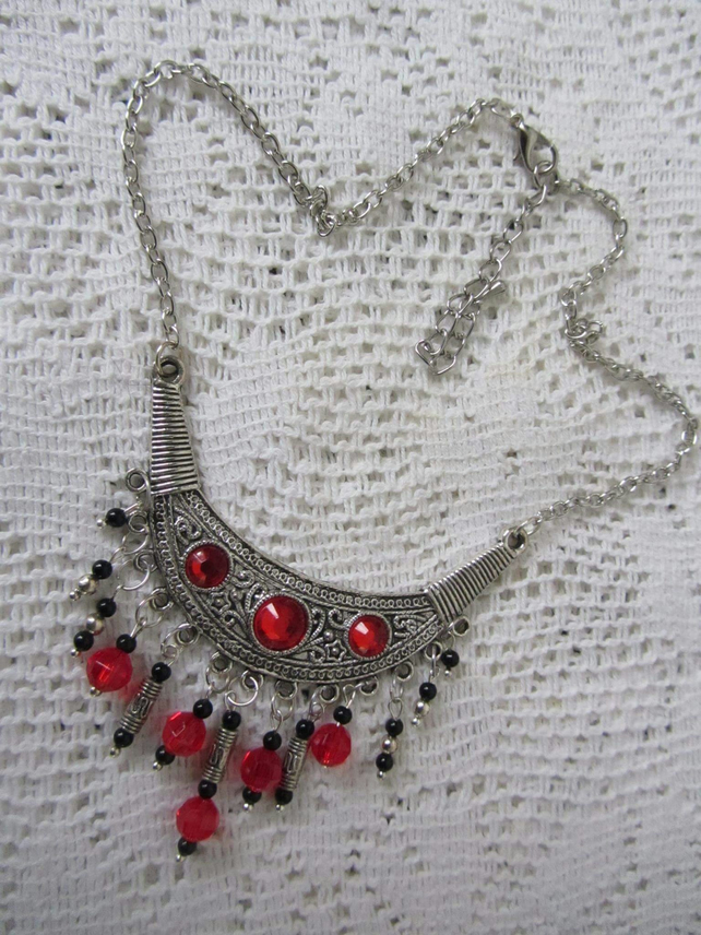 RED BLACK ETHNIC STYLE NECKLACE