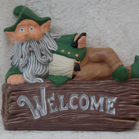 Hand Painted Ceramic Man Garden Gnome On Top Of 'Welcome' House Garden Plaque.