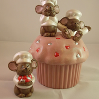 Ceramic Hand Painted Pink Cup Cake Brown Mice Trinket Jewellery Box Container.