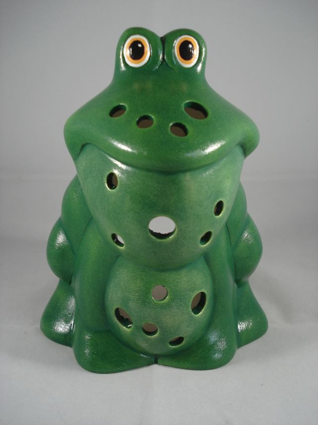 Ceramic Green Novelty Garden Frog Toad Wildlife Tealight Candle Holder Ornament.