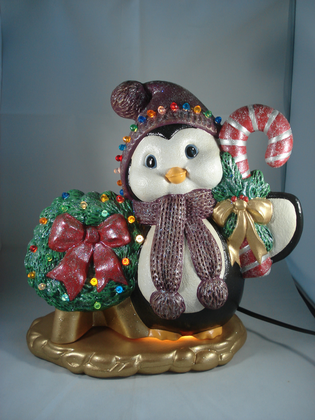Large Ceramic Xmas Christmas Wreath Penguin Table Lamp Ornament Decoration.