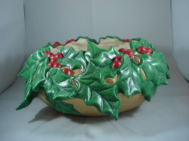 Large Green Ceramic Xmas Christmas Holly Berries Decorative Bowl Decoration.