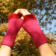 Crochet Hand Warmers colour block - pink with small stripe of red