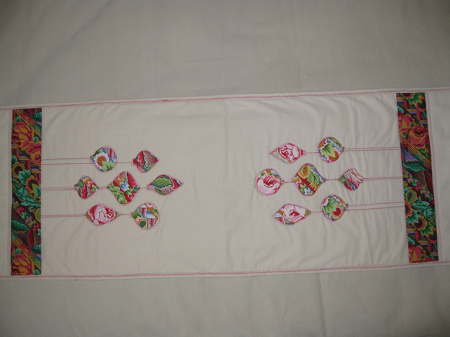 Baubles Table Runner and placemats