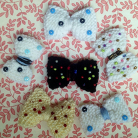 Knitted bow brooch, with buttons or beads,  bag or hat decoration