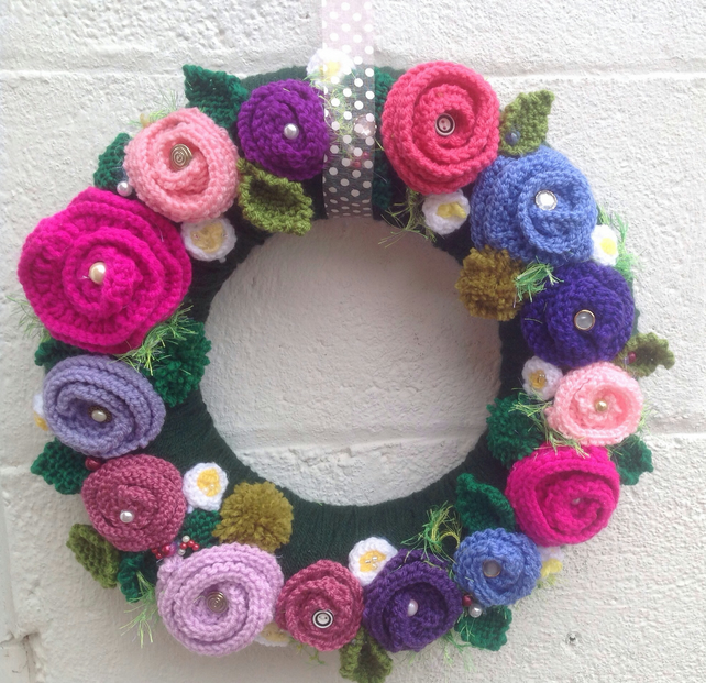 Summer  Wreath, knitted flowers,door hanging, knitted flower wreath , pinks