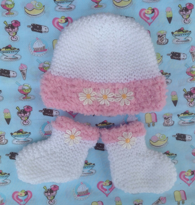 Booties  and hat set, 0-3 months.  Girls pink hand knitted, shower gift,baby set
