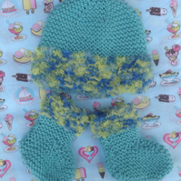 Booties  and hat set, 0-3 months. knitted, shower gift,unisex gift