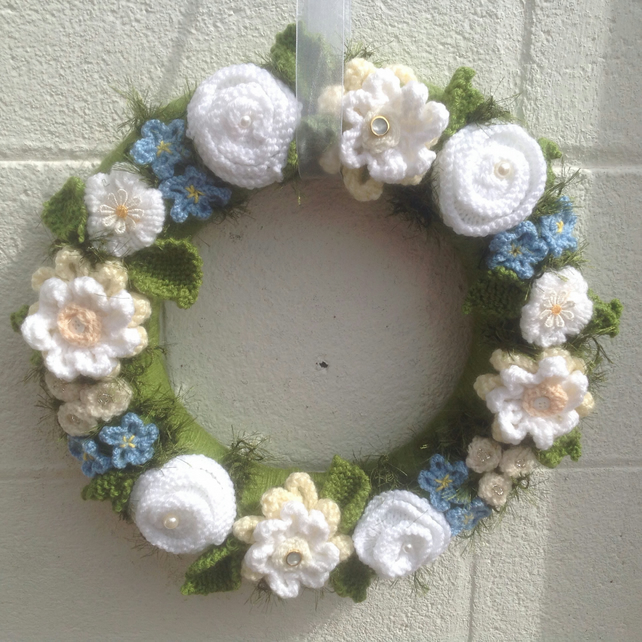 Summer wreath, knitted flowers, wall hanging, door hanging, vintage,