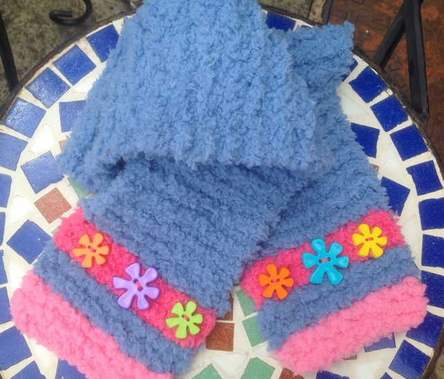 Knitted scarf, children, toddler, blue, fluffy, button, pink. Stripe, Christmas,