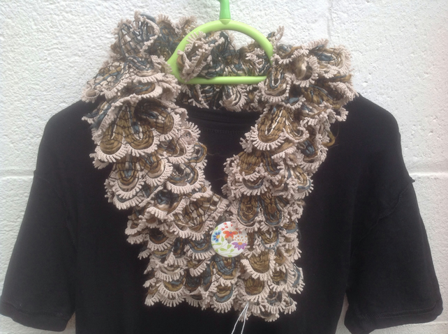 Knitted short scarf, ladies, brown beige,with button,