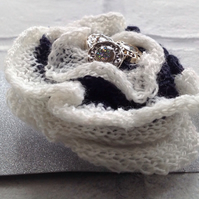 knitted brooch flower, lace brooch, Mother's Day gift , spring, Easter, wedding