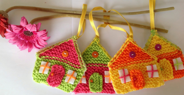 Knitted hanging decorations, little houses, Christmas decorations