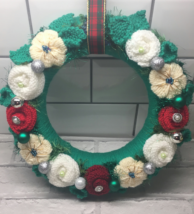 Knitted Christmas wreath, baubles, door hanging, advent kranz