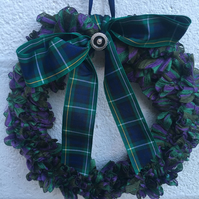 Knitted wreath with tartan, mother's day