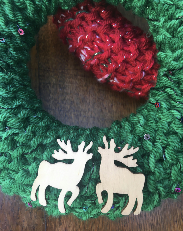 Knitted Christmas wreath with  small wooden stag, door wes's wreath