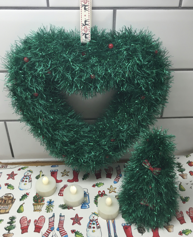 Knitted wreath and matching tree